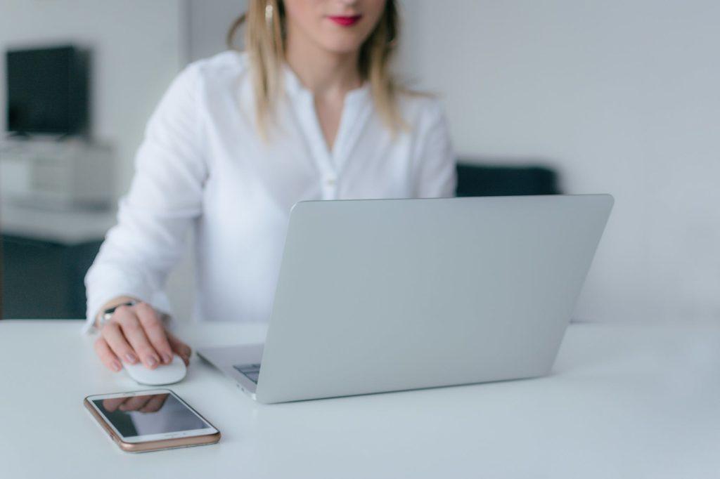 девушка инициатива ноутбук